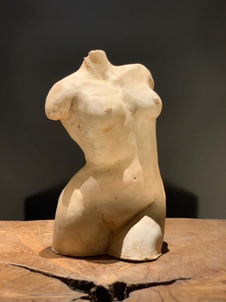 sculpture buste corps de femme terre patinée