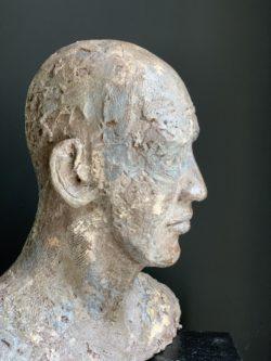 Sculpture tête d'homme chauve sculptrice
