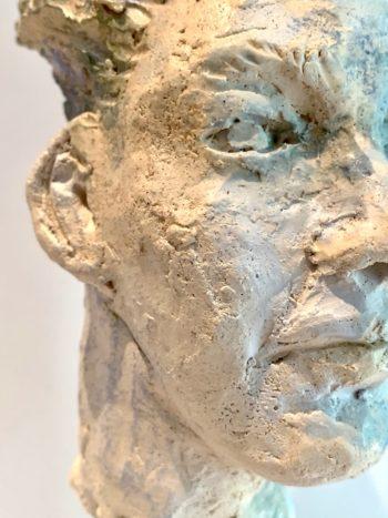 détail visage matière terre et céramique made in lyon