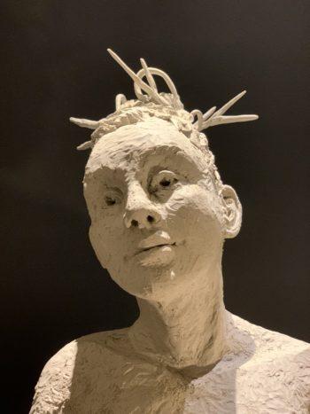 sculpture portrait de femme terre modelée
