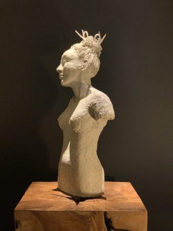 corps de femme sculpté pièce unique terre modelée