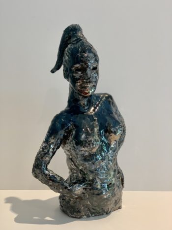 sculpture femme céramique émail noir bleu métallique